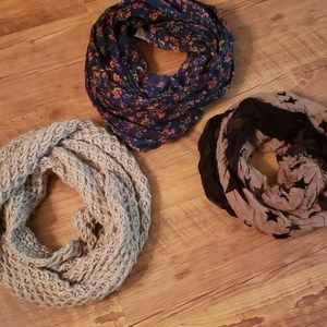Lot of 3 scarves